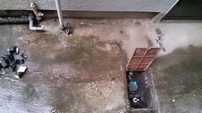 吹田市岸部 アパート給水管の水漏れ修理