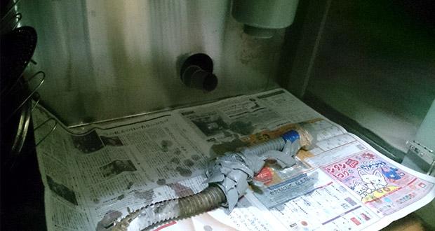 八尾市泉町 キッチン排水ホースの水漏れ