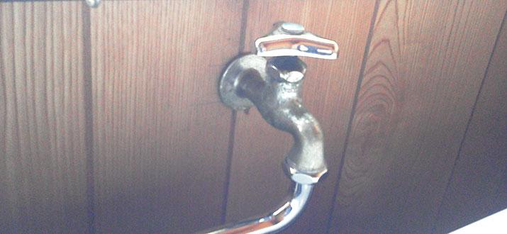 虎ノ門 洗濯用蛇口水漏れによる部品交換
