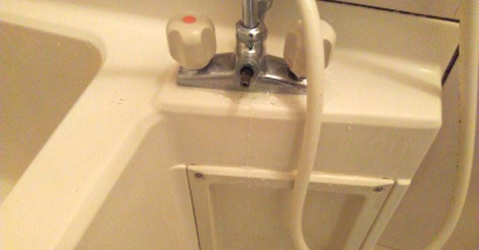 足立区東和 浴室水道の水漏れ修理