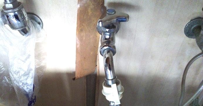 足立区千住河原町 洗濯場の蛇口水漏れ修理
