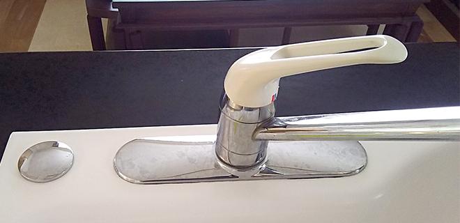 神戸市西区 キッチンの混合水栓に浄水器を取り付け
